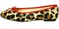 Preview: Leo Look mit rot - Ballerinas Nairobi by Petruska - Fell Damenschuhe mit Animalprint